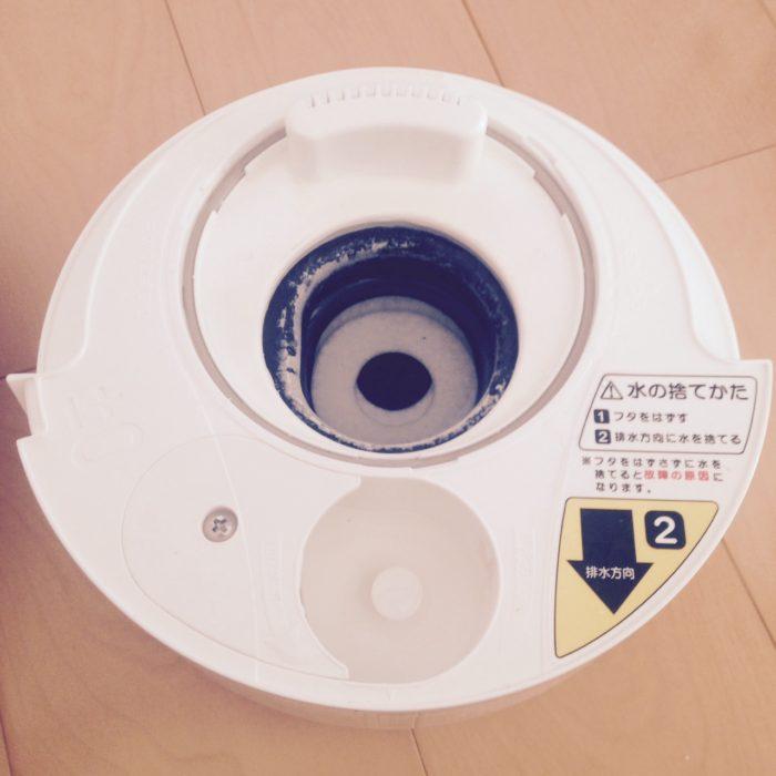 プラスマイナスゼロ加湿器の本体、黒い皿部分