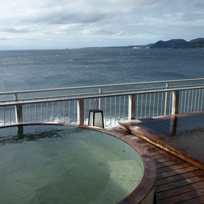 伊豆稲取の石花海の屋上露天風呂