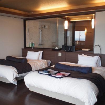 石花海オーシャンビューの部屋のベッド