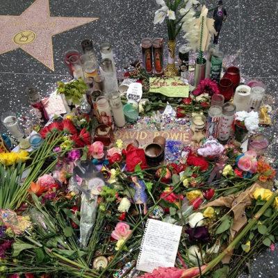 デヴィッド・ボウイの追悼 ハリウッド・ウォーク・オブ・フェーム