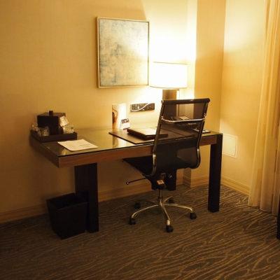 ラックスシティホテル デラックスキングルーム デスク