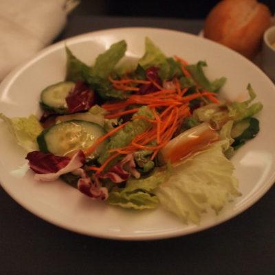 ユナイテッド航空ビジネスクラス 機内食 サラダ
