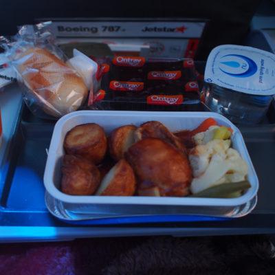 ジェットスターの機内食 チキンとポテト