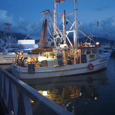 prawn-star-seafood-boat プラウンスター船上のシーフード屋台