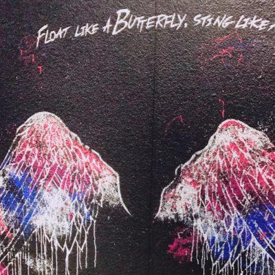 b-monstar青山の入り口手前のウォールアート