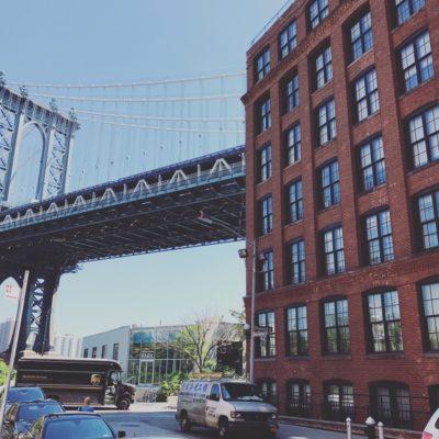 ブルックリン・ブリッジを渡ってすぐのダン・ハンフリーの家、アパート