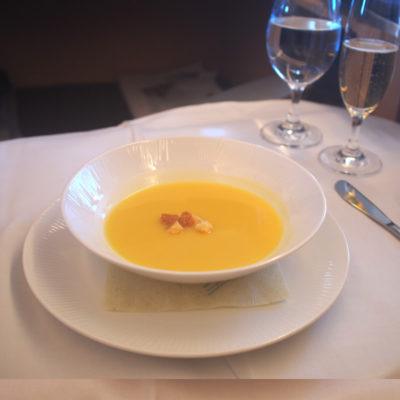 ANAファーストクラス コーンスープ