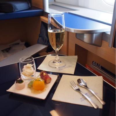 ANAファーストクラス KRUGのシャンパンと前菜