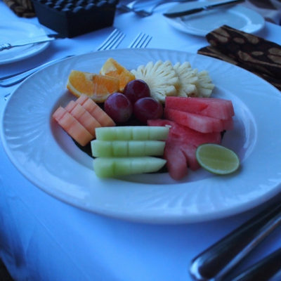 kayumanis-nusa-dua-hotel-beach-fruits