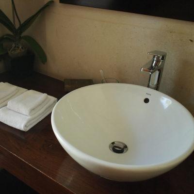 kayumanis-nusa-dua-hotel-washroom