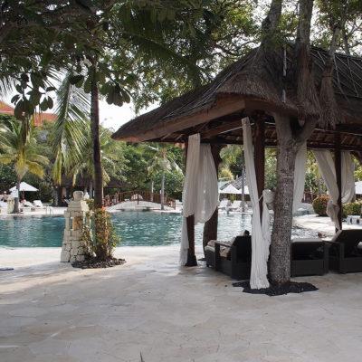 ヌサドゥアのプライベートビーチ ウェスティンのプール
