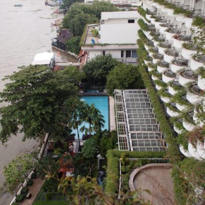 シャングリラホテルバンコクのクールテンプウィングのプールを上から撮影