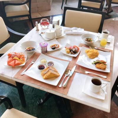 シャングリラホテルバンコク ラウンジ朝食 1日目のテーブル